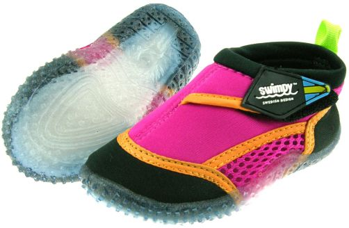 Swimpy---UV-waterschoenen-in-roze